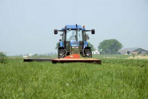 Gras maaien met tractor