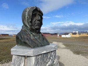 Standbeeld ter herdenking aan ontdekkingsreiziger Roald Amundsen, ontdekkingsreizigers
