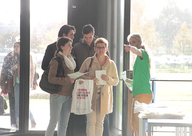 Samen met uw kind naar de Open Dag kan veel informatie opleveren voor u en de aanstaande student.