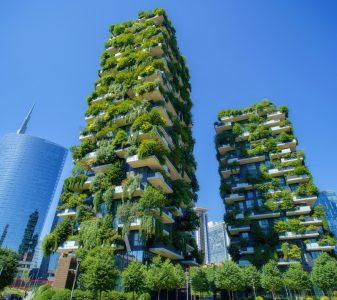 Groen op balkons in de stad